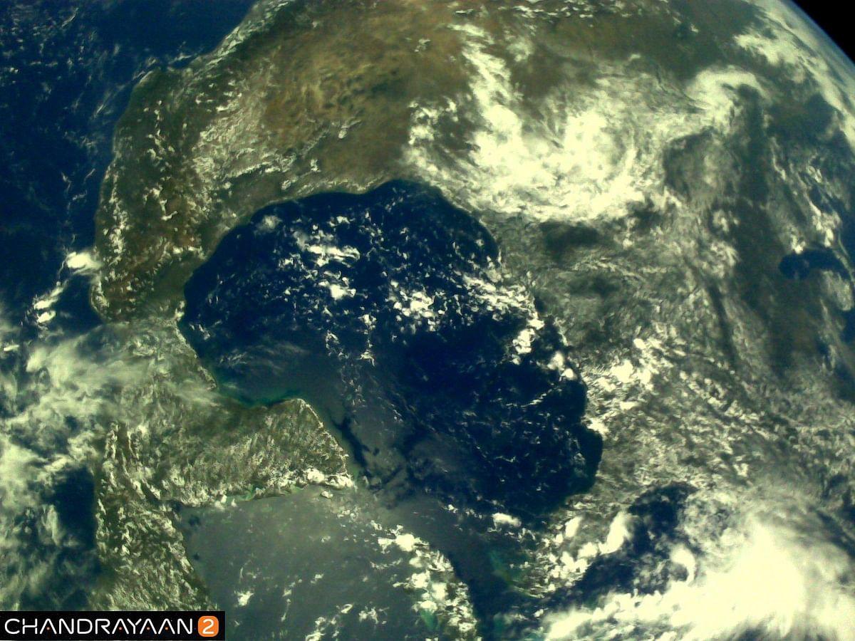 چندریان-2 نے کھینچی زمین کی تصاویر، دیکھیں دلکش مناظر