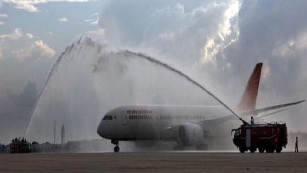 اہم خبر: پرواز بھرتے ہی ائیر انڈیا مسافر طیارہ میں لگی آگ، ہوئی ایمرجنسی لینڈنگ