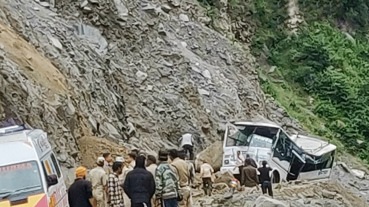 اتراکھنڈ: اسکول بس کھائی میں گری، 9 بچوں کی موت