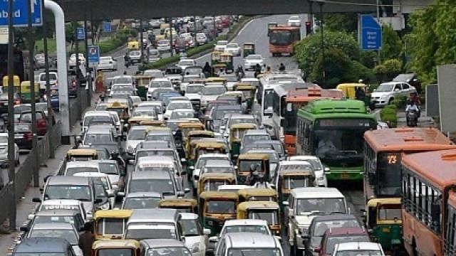 اتوار سے کئی قوانین میں بدلاؤ، ٹریفک اصولوں کی خلاف ورزی پڑے گی بھاری