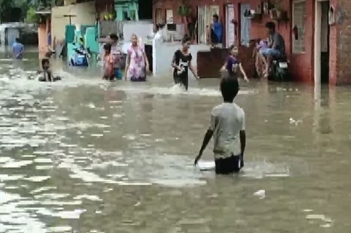 شدید بارش سے وڈودرا میں سیلاب کا منظر، مشکل میں ہزاروں لوگ... تصویری جھلکیاں