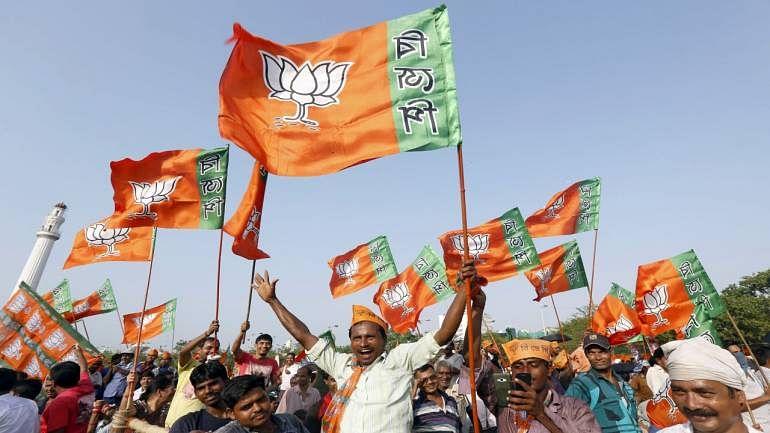 بی جے پی کے 'ہندوتوا' کو داغ پسند ہیں!... نواب اختر