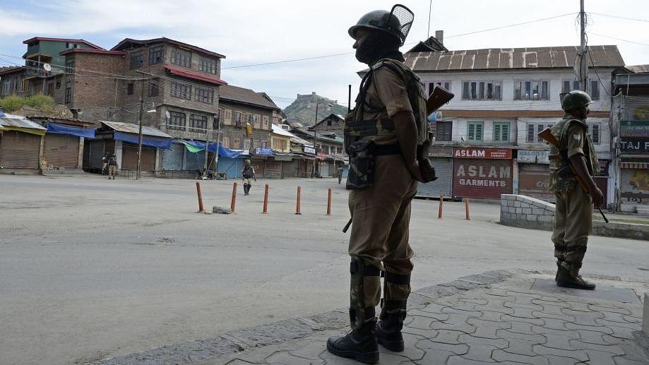 کشمیر میں امن و امان کی صورتحال کے ساتھ اظہار آزادی کو بحال کیا جائے: دانشوران