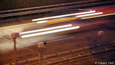 جرمنی: آٹھ سالہ بچہ کار موٹر وے پر لے آیا
