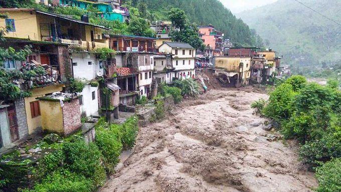 ملک بھر کے سیلاب متاثرہ علاقوں میں راحت اور باز آبادکاری کا  کام تیز