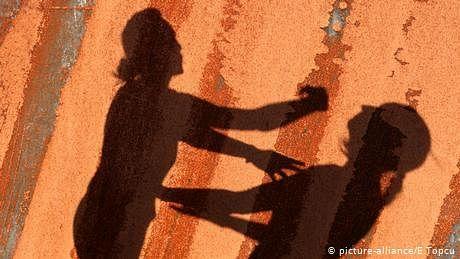 'جنسی زندگی میں رکاوٹ'، برطانوی ماں نے دو بیٹیاں قتل کیں