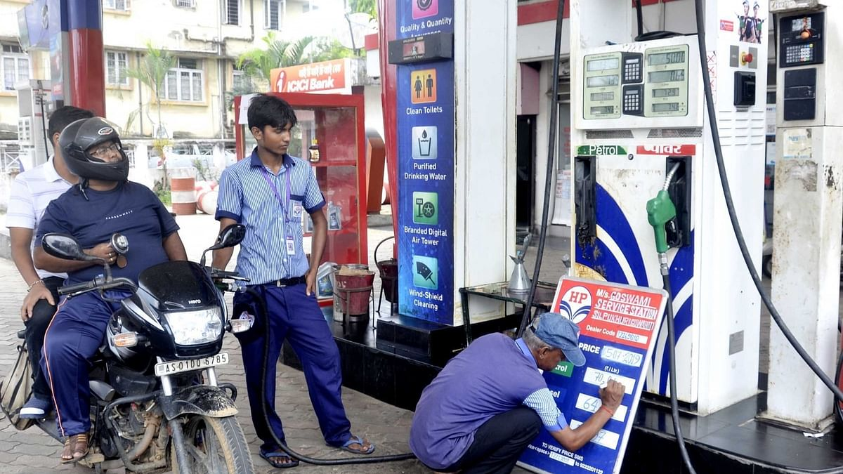 پٹرول-ڈیزل پوری طرح بے قابو، لگاتار 17ویں دن قیمتوں میں اضافہ