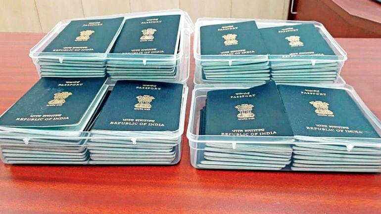 فرضی پاسپورٹ ویزہ گروہ کا پردہ فاش، آٹھ لوگ گرفتار