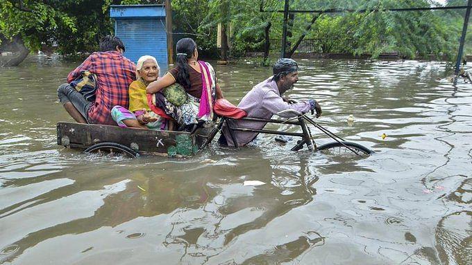 بارش کا قہر: ریاستی حکومت عوام کو راحت پہنچانے میں ناکام، اکھلیش کا بیان