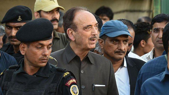 کشمیر میں ہر طرف انتظامیہ کی دہشت، جمہوریت کا خاتمہ: غلام نبی آزاد