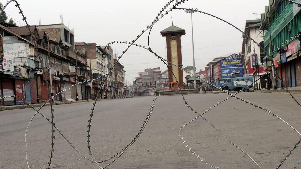 کشمیر میں نجی تعلیمی اداروں میں کام کرنے والے اساتذہ تنخواہوں سے محروم