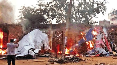 آگرہ میں 'لو جہاد' کے نام پر آتش زنی و توڑ پھوڑ، حالات کشیدہ