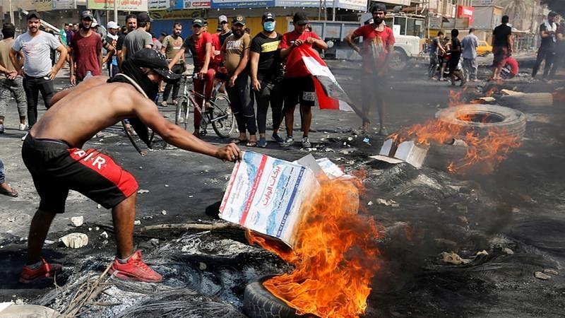 عراق: بغداد میں پرتشدد مظاہروں کے بعد کرفیو، ہلاکتوں کی تعداد 20 ہو گئی