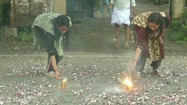 دیوالی کے تہوار پر صدر اور وزیر اعظم کی مبارک باد، تمل ناڈو میں صبح 6 بجے آتش بازی