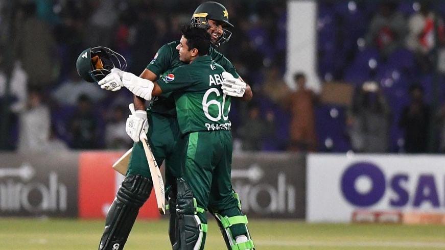 پاکستان نے سری لنکا کو شکست دے کر ون ڈے سیریز کی اپنے نام
