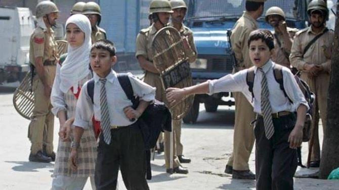 جموں و کشمیر: تعلیمی اداروں میں درس و تدریس ہنوز معطل، طلبا پریشان