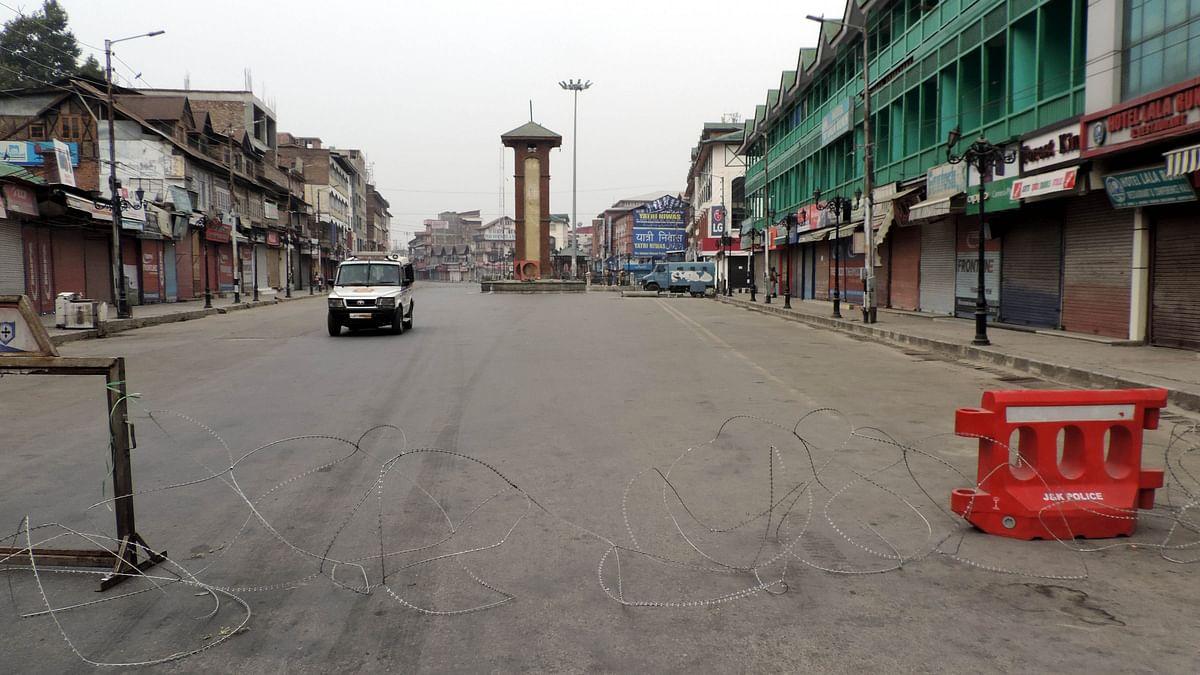 کشمیر: خبروں کے گڑھ میں خَبروں کی قحط سالی، صحافی پریشان