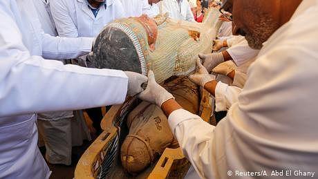 مصر میں فرعونوں کے دور کے درجنوں تابوتوں کی سنسنی خیز دریافت