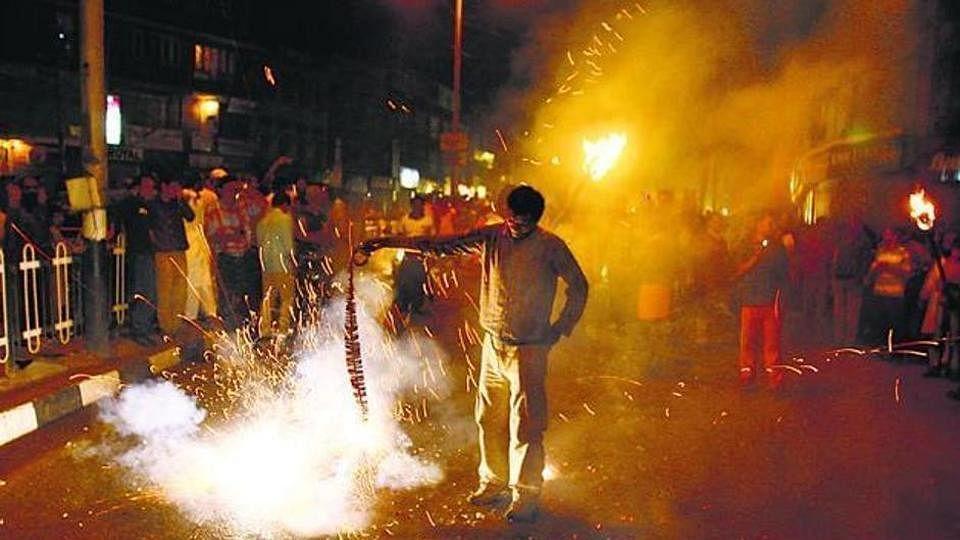 اہم خَبر: دہلی میں پٹاخہ جلانے کے دوران 44 افراد کی آنکھیں زخمی