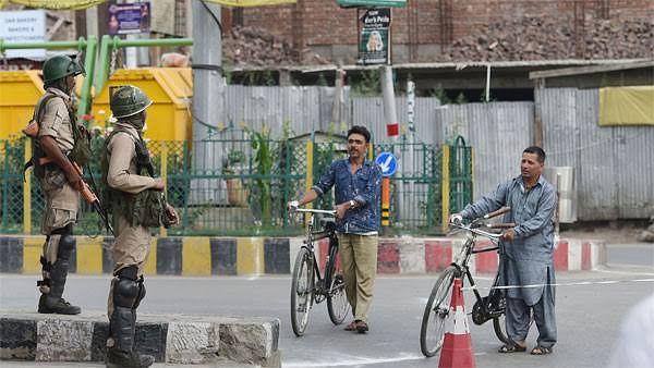 کشمیر میں پوسٹ پیڈ موبائل فون خدمات 14 اکتوبر کو بحال کی جائیں گی، حکومت کا اعلان