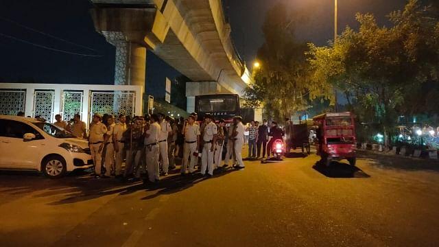 جامعہ ملیہ اسلامیہ: مظاہرین طلباء کی 'غنڈوں' نے کی پٹائی، ماحول کشیدہ، سیکورٹی سخت