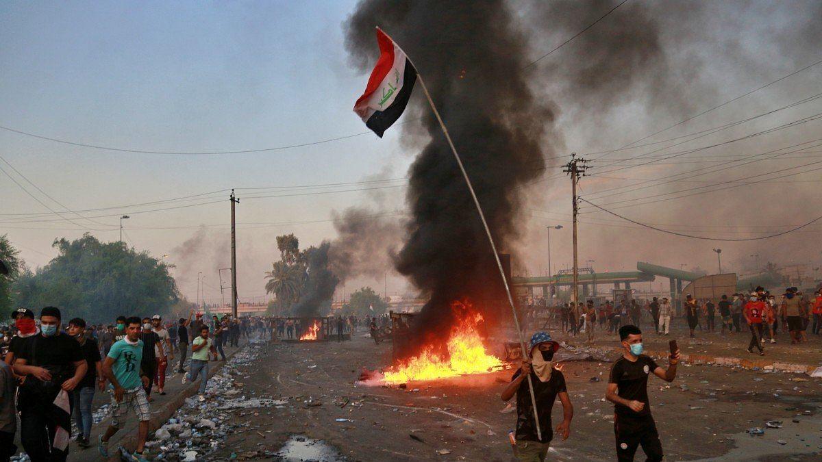 عراق: کربلا میں مظاہرین خون میں لت پت، 18 افراد ہلاک اور 865 زخمی