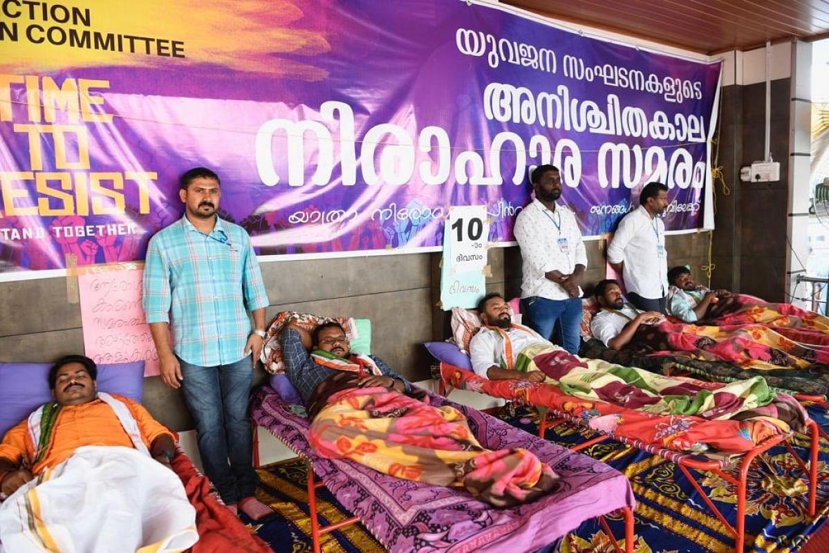 کیرالہ: بھوک ہڑتال بیٹھے نوجوانوں سے ملے راہل گاندھی، سفر پر لگی پابندی کو ہٹانے کا کیا مطالبہ