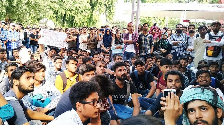 جامعہ میں طلبا سے مارپیٹ:  یونیورسٹی انتظامیہ کو دہلی اقلیتی کمیشن کا نوٹس