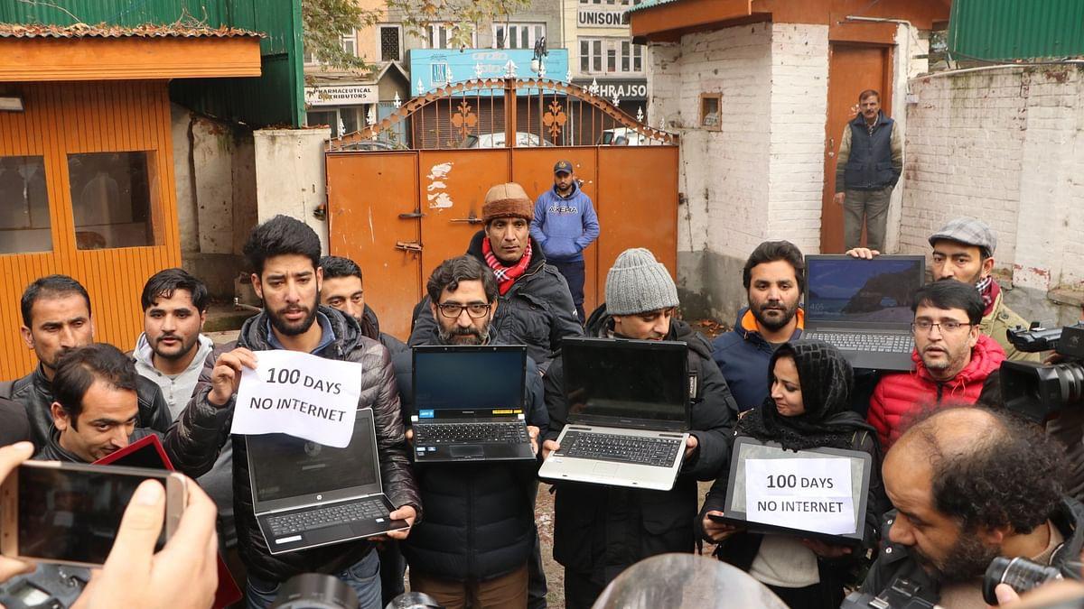 سری نگر میں صحافیوں کا احتجاج، انٹرنیٹ خدمات کی بحالی کا مطالبہ