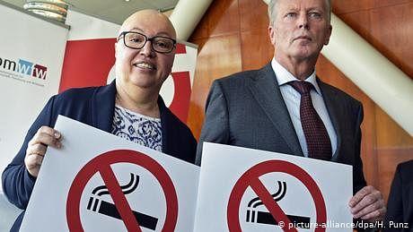 'یورپ کا ایش ٹرے' کہلانے والے ملک میں تمباکو نوشی آخر ممنوع