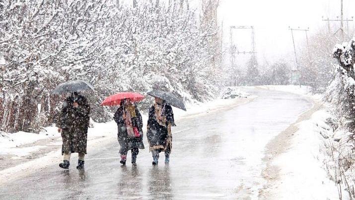 سخت سردی کی زد میں کشمیر، 16 نومبر کو زبردست برف باری کی پیشین گوئی