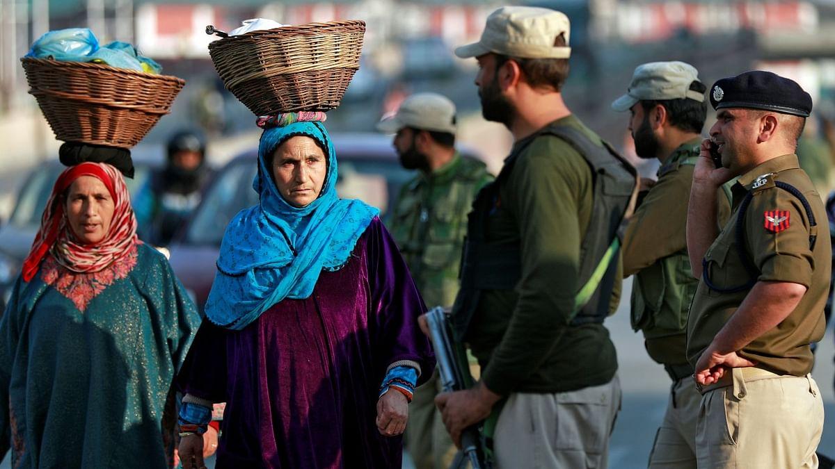 کشمیر میں غیر اعلانیہ ہڑتال کے 106 دن، عوام پریشان، تجارت ٹھپ
