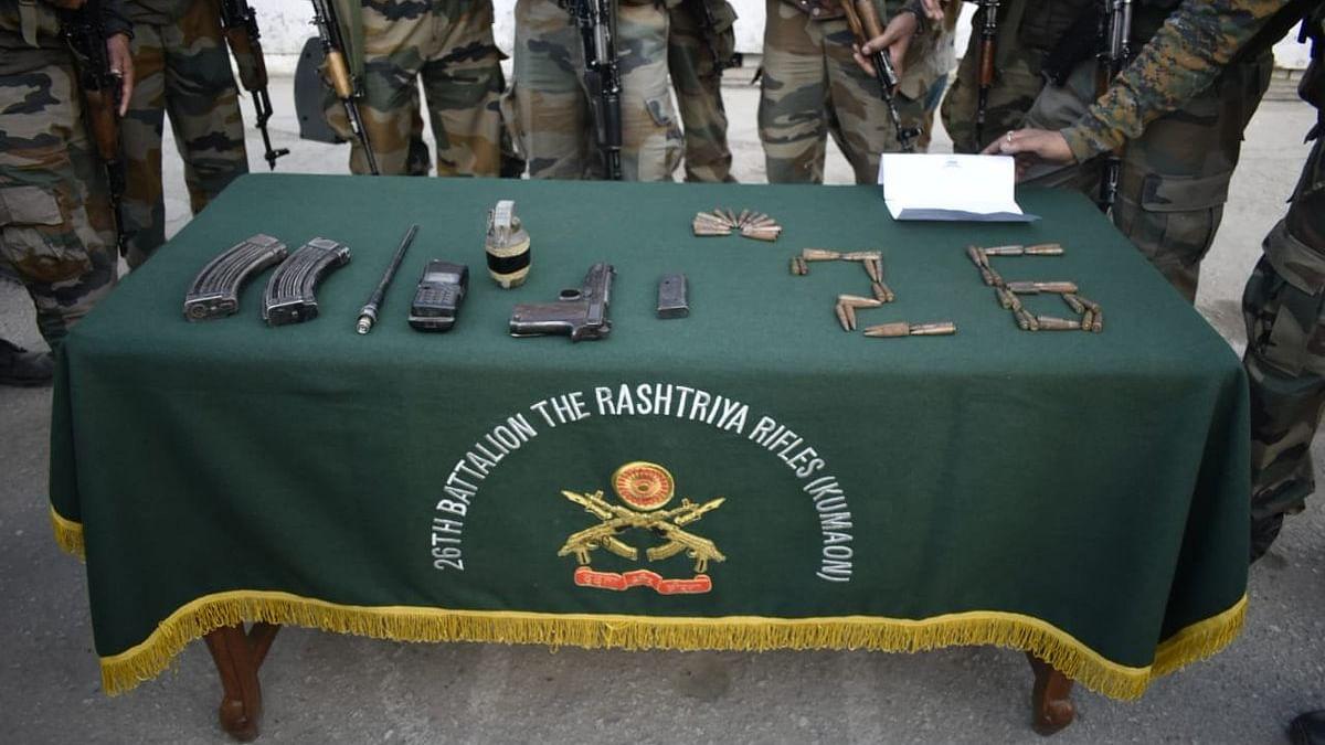 اہم خبر: کشمیر میں تلاشی مہم کے دوران کثیر مقدار میں گولہ بارود برآمد، ایک گرفتار