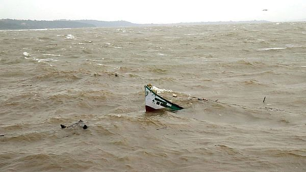 بحیرہ عرب سے اُٹھے طوفان 'مہا' کے گجرات کے ساحل سے ٹکرانے کا خدشہ