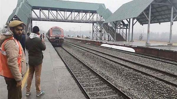 کشمیر: بارہمولہ - بانہال ریل سروس دو روز بعد بحال