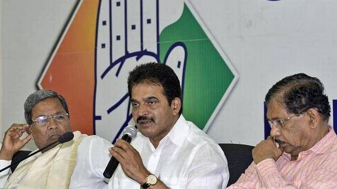 حکومت ہندوستان کو فروخت کرنے پر آمادہ: کانگریس