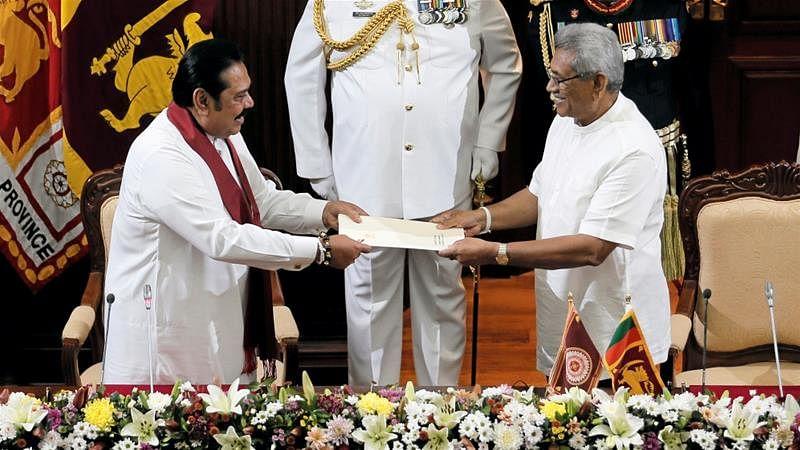 مہندا راج پکشے کو 'چھوٹے بھائی' نے دلایا وزیر اعظم کا حلف، سری لنکا میں تاریخ رقم