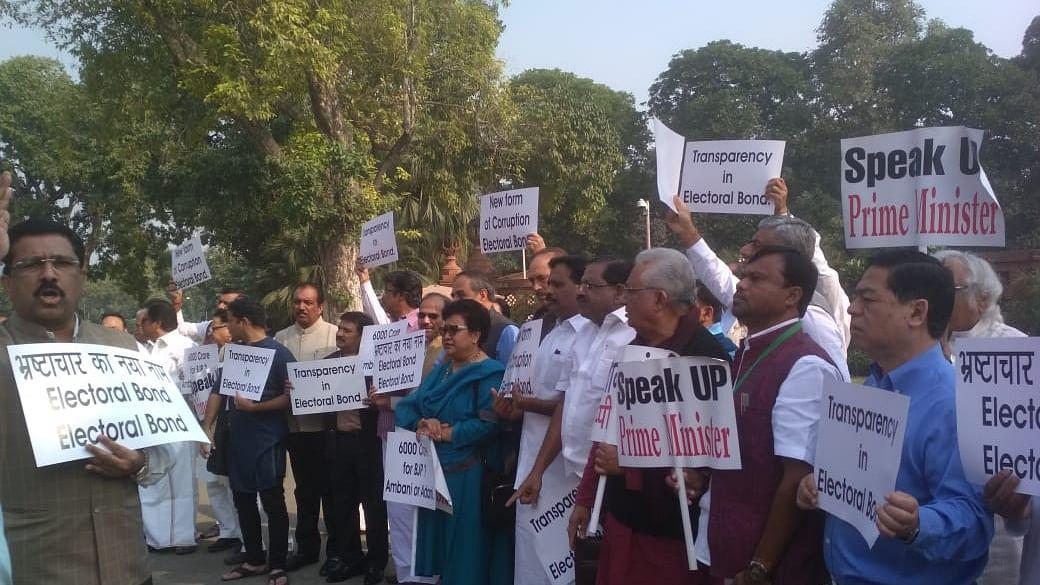 انتخابی بانڈ: پارلیمنٹ میں احتجاج، کانگریس کا پی ایم مودی سے خاموشی توڑنے کا مطالبہ