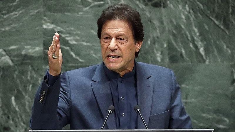 پاکستان کی غربت سے عمران ہوئے پریشان، کہا 'اس طرح نہیں ہو پائے گی ترقی'