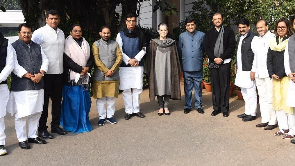 مہاراشٹر حکومت میں کانگریس کوٹے سے بنے وزراء کی سونیا اور راہل گاندھی سے ملاقات