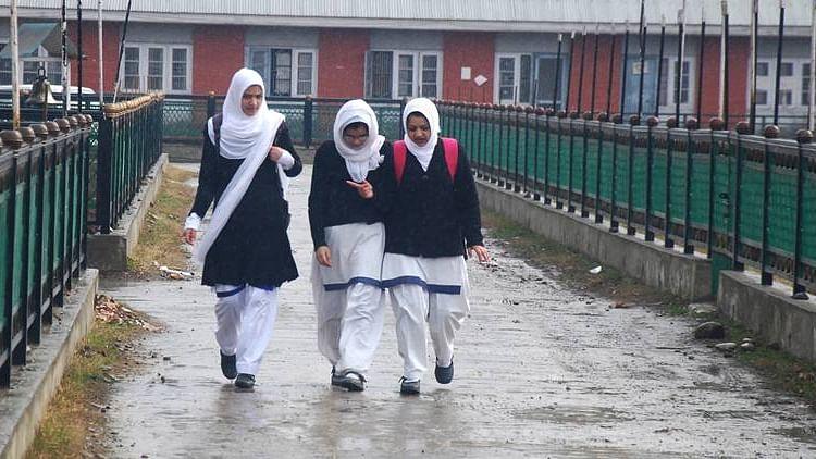 کشمیر 2019: تعلیمی سرگرمیاں نصف سال تک بھی جاری نہ رہ سکیں