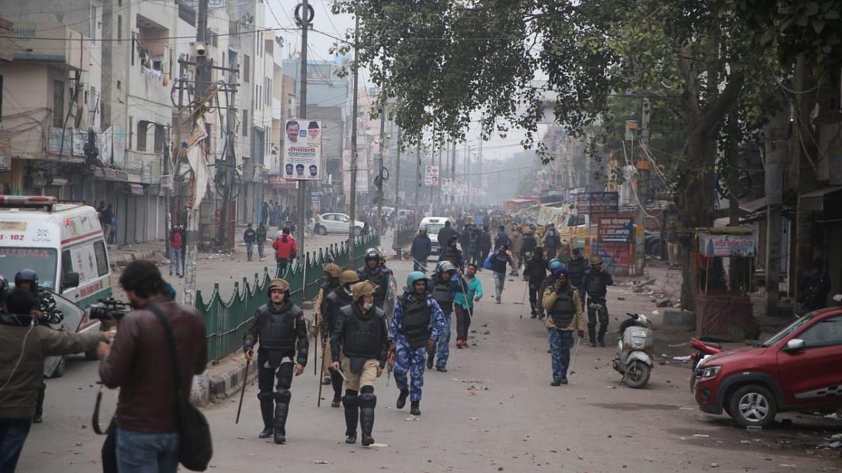 دہلی: سیلم پور-جعفرآباد میں پُرتشدد احتجاج، آتشزدگی اور لاٹھی چارج کے بعد حالات قابو میں