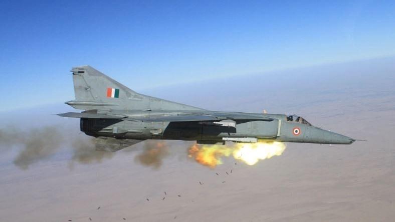 کارگل جنگ کا جانباز جنگی طیارہ مگ-27 ہوا ریٹائر، جودھپور میں دی گئی آخری سلامی