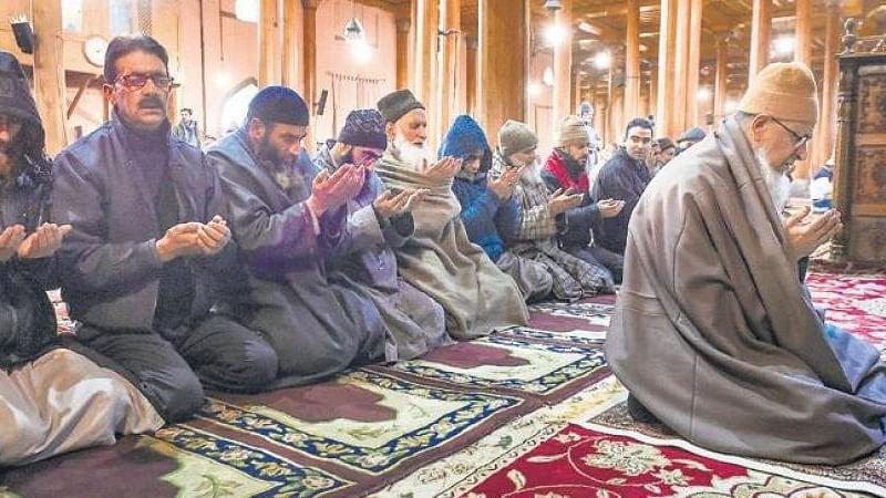 مسجدوں میں نہ جائیں، گھروں میں اہل خانہ کے ساتھ باجماعت نماز ادا کریں: شریعہ کونسل