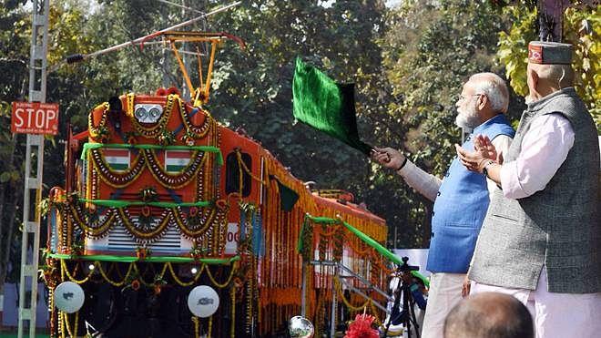 مودی راج میں 'ہندوستانی ریل' بھی 'فیل'، 2 فیصد کمائی بھی نہیں رہی کمائی