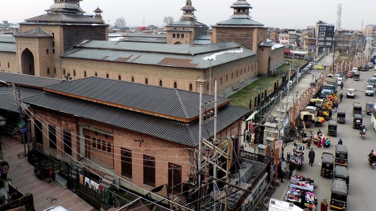 کشمیر: جامع مسجد سرینگر میں چار ماہ کے بعد نماز ظہر