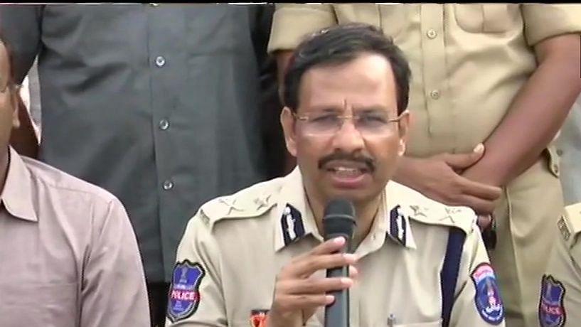حیدرآباد پولس نے اپنے دفاع میں ملزمین پر فائرنگ کی: پولس کمشنر سجنار