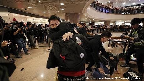 ہانگ کانگ: کرسمس کے موقع پر پھر مظاہروں میں شدت