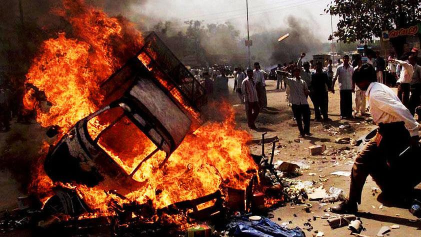 گجرات فسادات: ناناوتی کمیشن کی رپورٹ ایوان میں پیش، مودی اور ان کے وزراء کو کلین چٹ