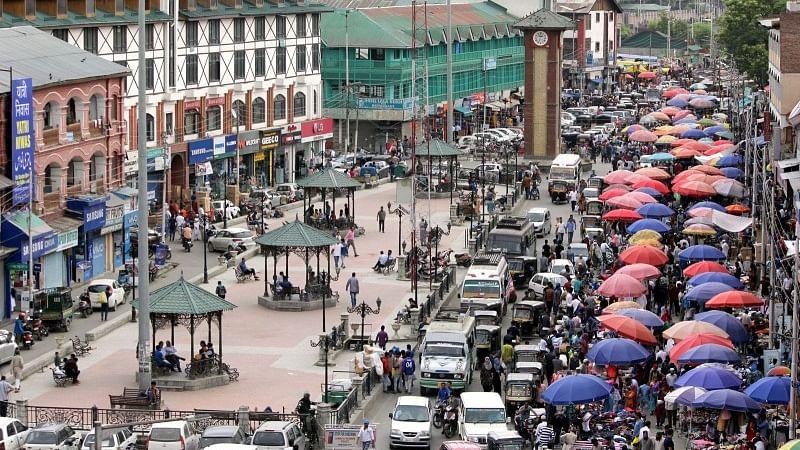کشمیر: قومی یوم صارفین کے موقع پر وادی میں گراں بازاری عروج پر، لوگ پریشان